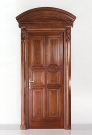 При выборе дверей учитываем характер древесины